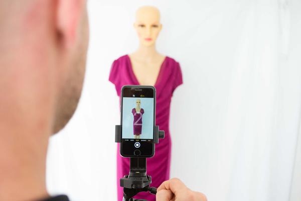 Produktfoto mit iPhone auf Stativ mit Selbstauslöser