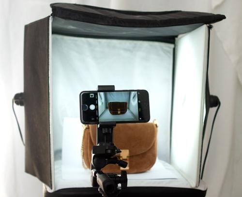 Produktfotografie mit iPhone auf einem Stativ